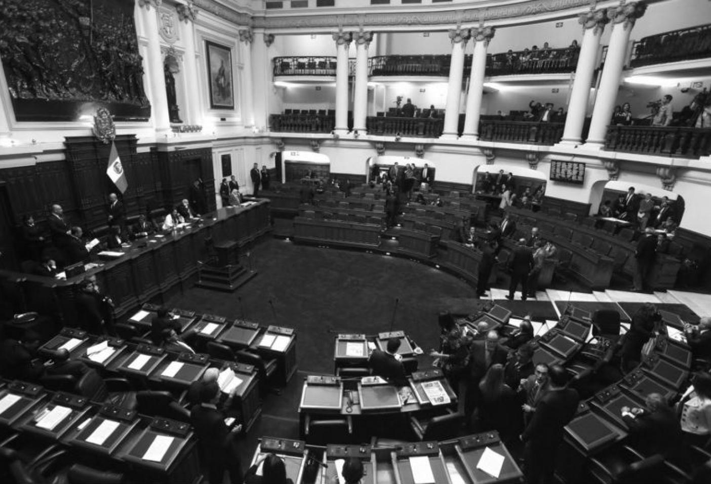 Repensar la autonomía de las instituciones democráticas: el Tribunal Constitucional y la Defensoría del Pueblo ante la mayoría partidaria en el Parlamento