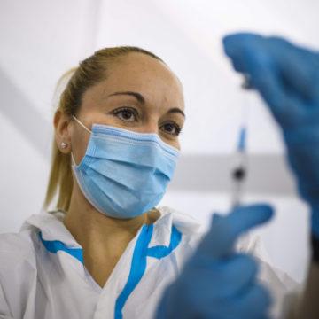 Los delitos en la aplicación irregular de las vacunas contra el COVID-19 | Antonio Peña Jumpa